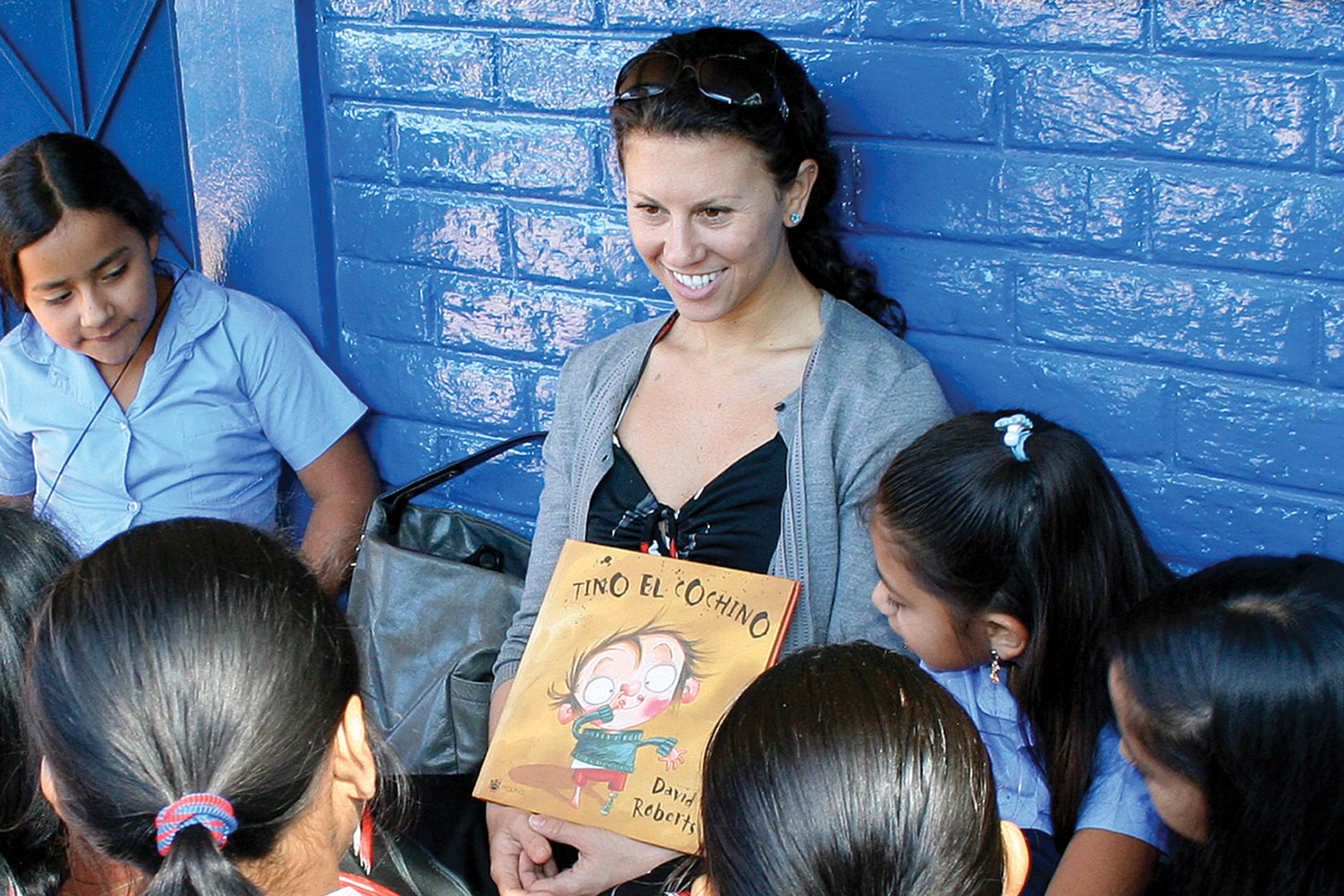READING AND WRITING. Debra Gittler reads to students at San Jorge School in rural El Salvador. ConTextos, Ms. Gittler's organization, originated in El Salvador.