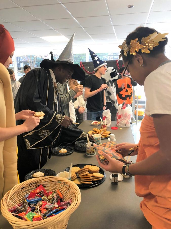 SPOOKY SPIRIT. Seniors Zoe Dervin and Robert Coats decorate cookies during the Halloween activities at lunch in Café Lab. The festivities also included a station for creating costumes and a costume contest, with categories including scariest, funniest, and best homemade. The schoolwide celebration began earlier in the day with a U-High Jazz Band performance with the lower school parade.
