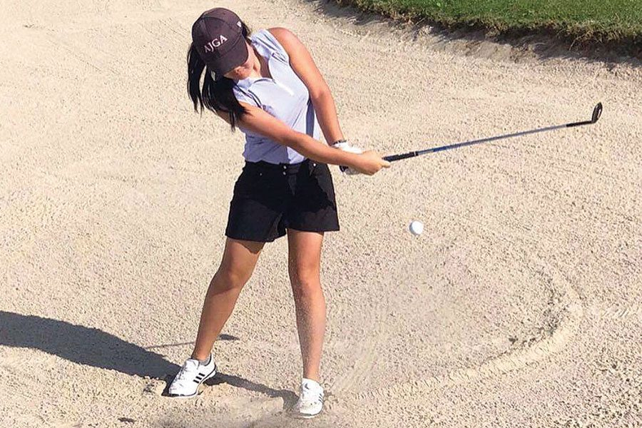 PERFECTING+THE+PRACTICE.+Sophomore+Emily+Chang+hits+the+gold+ball+out+of+a+sand+trap+during+a+tournament.+Emily+also+participates+in+internships+through+the+University+of+Chicago.