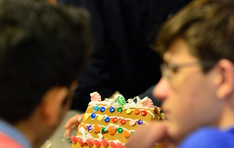 Photo: Freshmen advisories make gingerbread houses
