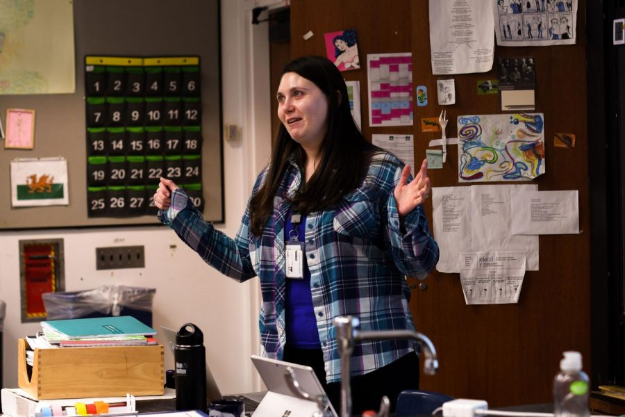 Dr. Gina Monaco, a neuroscientist and a Lab alumna, visited Friday 24, to hold a presentation at lunch and talk to neuroscience classes about what it's like being in her field of science and medicine. In Ms. Housigner's second period Neuroscience and Behavior class, Dr. Monaco said