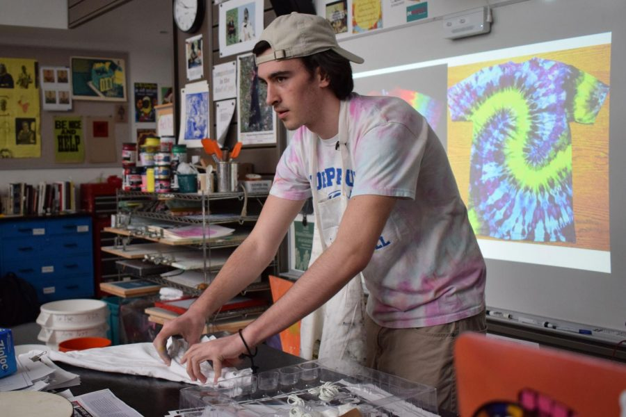 Marc+Mulligan+demonstrates+tie-die+in+the+2019+Artsfest+workshop++%22Tambourines%2C+Tangerines%2C+and+Tie-dye.%22+Artsfest+is+a+day+filled+with+art-themed+workshops+designed+by+students%2C+for+students.