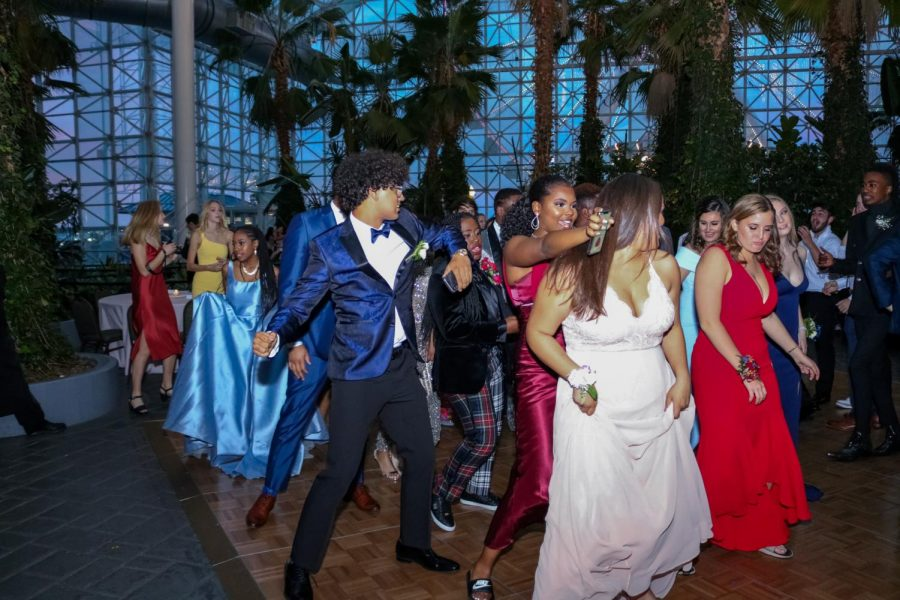 Students on dance floor at prom 2019.