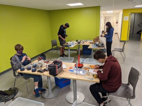 Members of Robotics Club work in Café Lab to build robots.